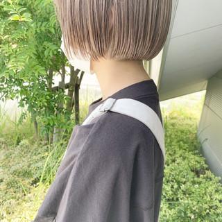 ボブ 切りっぱなしボブ ミルクティーベージュ ショートヘア ヘアスタイルや髪型の写真・画像