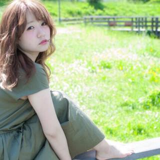ミルクティーベージュ 波ウェーブ 外国人風カラー ロング ヘアスタイルや髪型の写真・画像