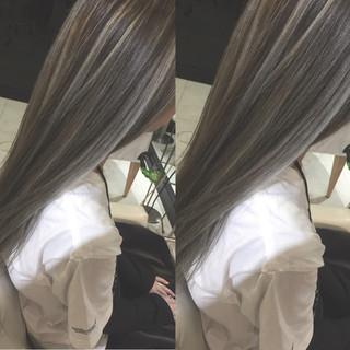 ハイライト ストリート アッシュグレージュ ロング ヘアスタイルや髪型の写真・画像