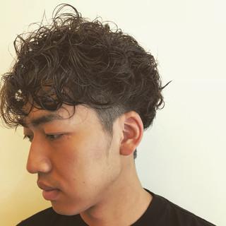 パーマ メンズ ショート ストリート ヘアスタイルや髪型の写真・画像