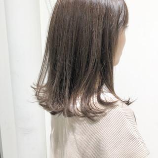 外ハネ グレージュ ミルクティーグレージュ ナチュラル ヘアスタイルや髪型の写真・画像