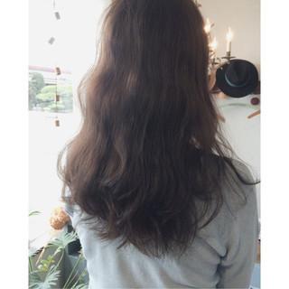 グレージュ 暗髪 ロング ナチュラル ヘアスタイルや髪型の写真・画像