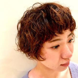 ゆるふわ パーマ 刈り上げ 外国人風 ヘアスタイルや髪型の写真・画像