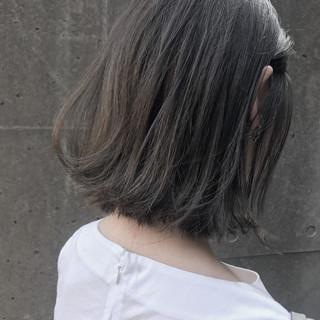 透明感 グレージュ ボブ 外ハネ ヘアスタイルや髪型の写真・画像