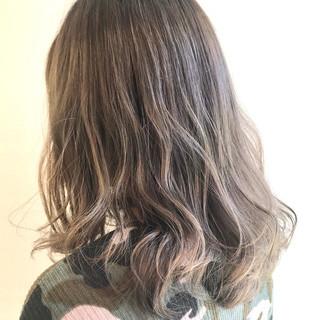 ヌーディベージュ ベージュ セミロング ミルクティーベージュ ヘアスタイルや髪型の写真・画像