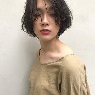 ショートボブ かっこいい ナチュラル 秋 ヘアスタイルや髪型の写真・画像