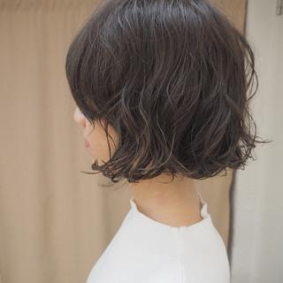 切りっぱなし ウェーブ アンニュイ パーマ ヘアスタイルや髪型の写真・画像