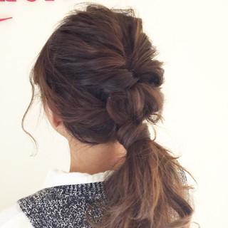 ヘアアレンジ ローポニーテール 簡単ヘアアレンジ 波ウェーブ ヘアスタイルや髪型の写真・画像