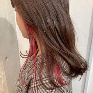 ガーリー インナーカラー セミロング ハイトーン ヘアスタイルや髪型の写真・画像