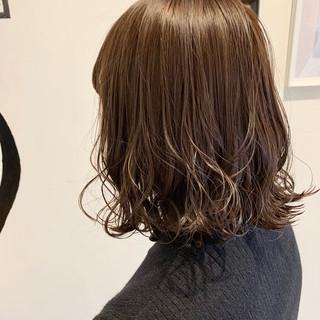 アンニュイほつれヘア ベージュ ボブ ナチュラル ヘアスタイルや髪型の写真・画像