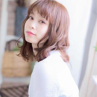 キュート ミディアム ミルクティー フェミニン ヘアスタイルや髪型の写真・画像