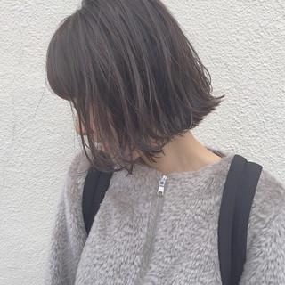外ハネ ハイライト アッシュ ナチュラル ヘアスタイルや髪型の写真・画像