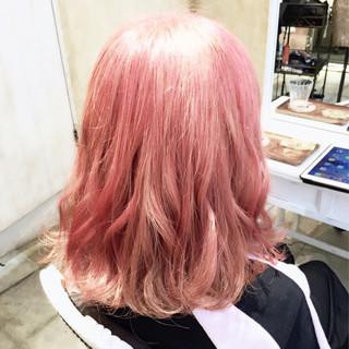 ハイトーン ミディアム グラデーションカラー ハイライト ヘアスタイルや髪型の写真・画像