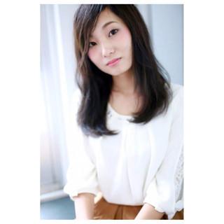 前髪あり スモーキーカラー 暗髪 ナチュラル ヘアスタイルや髪型の写真・画像