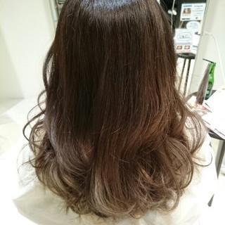 外国人風 アッシュ ロング 暗髪 ヘアスタイルや髪型の写真・画像