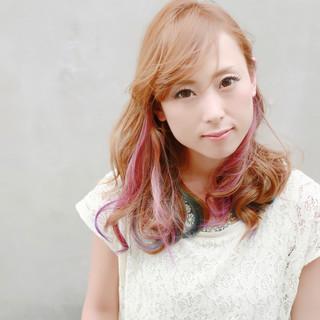 ガーリー かわいい インナーカラー セミロング ヘアスタイルや髪型の写真・画像