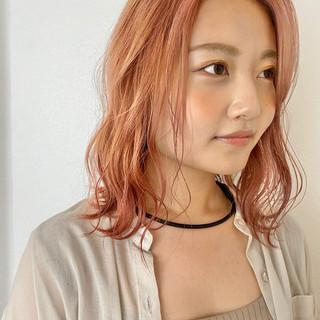 ブリーチ ピンクベージュ ハイトーンカラー ダブルカラー ヘアスタイルや髪型の写真・画像