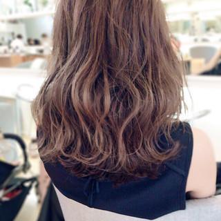 セミロング アッシュベージュ 外国人風カラー ストリート ヘアスタイルや髪型の写真・画像
