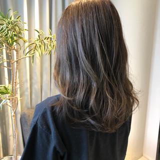 アッシュベージュ ナチュラル イルミナカラー ロング ヘアスタイルや髪型の写真・画像