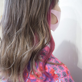 フェミニン ピンク インナーカラー ミルクティー ヘアスタイルや髪型の写真・画像
