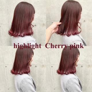 ミディアム ピンク インナーカラー レッド ヘアスタイルや髪型の写真・画像