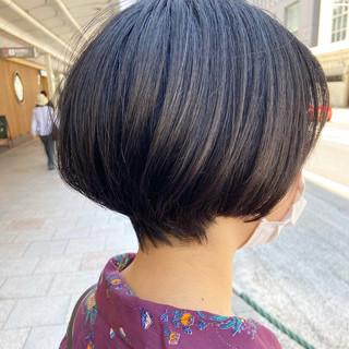 ミニボブ ナチュラル ベージュ ショートボブ ヘアスタイルや髪型の写真・画像