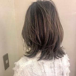 ミディアム ウルフカット 色気 大人かわいい ヘアスタイルや髪型の写真・画像