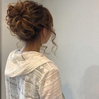 フェミニン ミディアム パーティ ヘアアレンジ ヘアスタイルや髪型の写真・画像