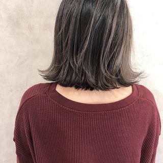 外国人風 グレージュ バレイヤージュ ハイライト ヘアスタイルや髪型の写真・画像