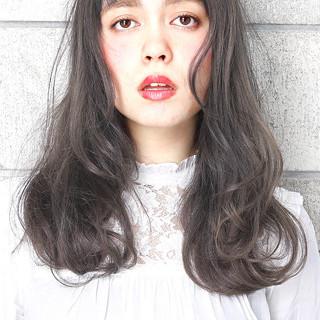 パーマ ロング 暗髪 グレージュ ヘアスタイルや髪型の写真・画像