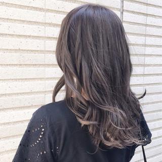 グレージュ イルミナカラー アッシュ フェミニン ヘアスタイルや髪型の写真・画像