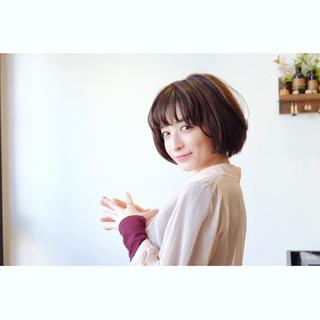 小顔 ショート フェミニン ウェーブ ヘアスタイルや髪型の写真・画像