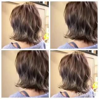 グレージュ ウェーブ ボブ ハイライト ヘアスタイルや髪型の写真・画像