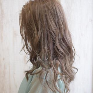 ミルクティーグレージュ セミロング ミルクティーブラウン ミルクティーアッシュ ヘアスタイルや髪型の写真・画像