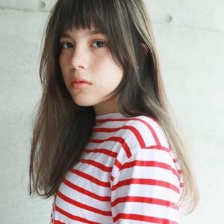 セミロング リラックス 前髪あり 透明感 ヘアスタイルや髪型の写真・画像