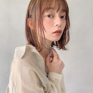 ミディアム 前髪あり レイヤーカット ナチュラル ヘアスタイルや髪型の写真・画像