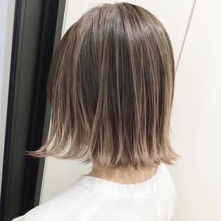 シアーベージュ ボブ グラデーションカラー ミルクティーベージュ ヘアスタイルや髪型の写真・画像