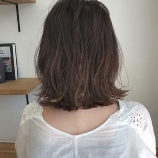秋 ナチュラル 切りっぱなし ハイライト ヘアスタイルや髪型の写真・画像
