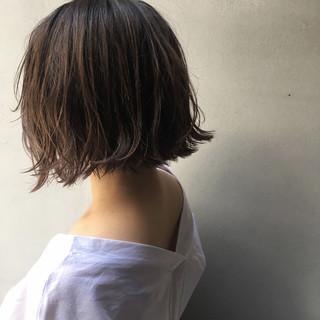 グレージュ 外ハネ 大人かわいい 外国人風 ヘアスタイルや髪型の写真・画像