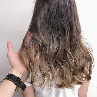 ヌーディベージュ グラデーションカラー グラデーション ラベンダーグレージュ ヘアスタイルや髪型の写真・画像