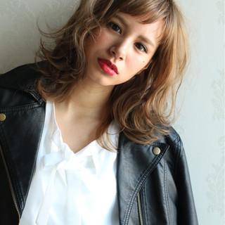 外国人風 ゆるふわ ニュアンス 前髪あり ヘアスタイルや髪型の写真・画像