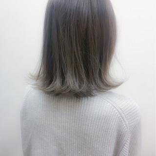 ミディアム グラデーションカラー アッシュ ストリート ヘアスタイルや髪型の写真・画像