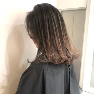 グラデーション ミディアム ミルクティーベージュ ベージュ ヘアスタイルや髪型の写真・画像