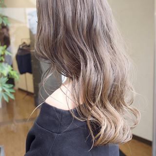 グレージュ ハイライト アッシュグレージュ アッシュ ヘアスタイルや髪型の写真・画像