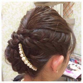 パールアクセ 編み込み セミロング 上品 ヘアスタイルや髪型の写真・画像