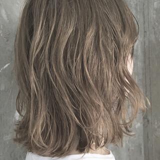 外ハネ 透明感 ナチュラル ハイライト ヘアスタイルや髪型の写真・画像