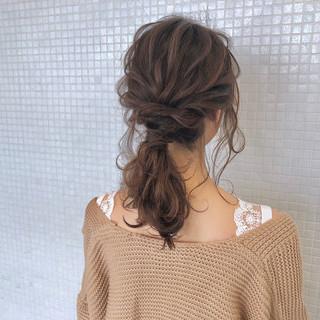 ローポニーテール 簡単ヘアアレンジ ナチュラル ポニーテール ヘアスタイルや髪型の写真・画像