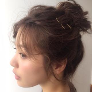 ショート お団子 簡単ヘアアレンジ ルーズ ヘアスタイルや髪型の写真・画像