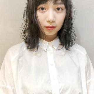 ミディアム ナチュラル シースルーバング 簡単 ヘアスタイルや髪型の写真・画像