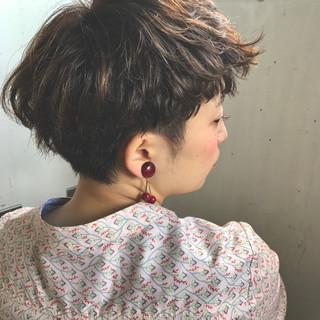 ショート パーマ ハイライト アッシュ ヘアスタイルや髪型の写真・画像